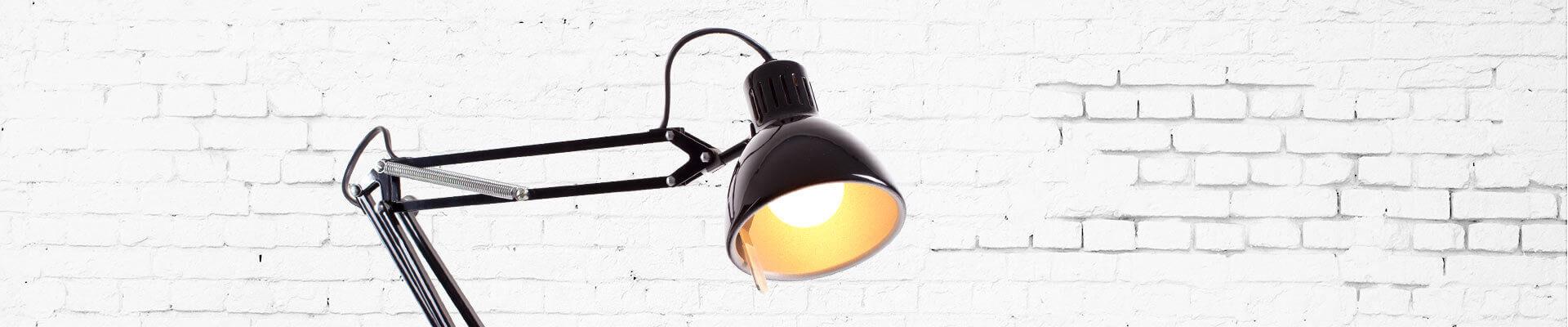 Лампа и стена
